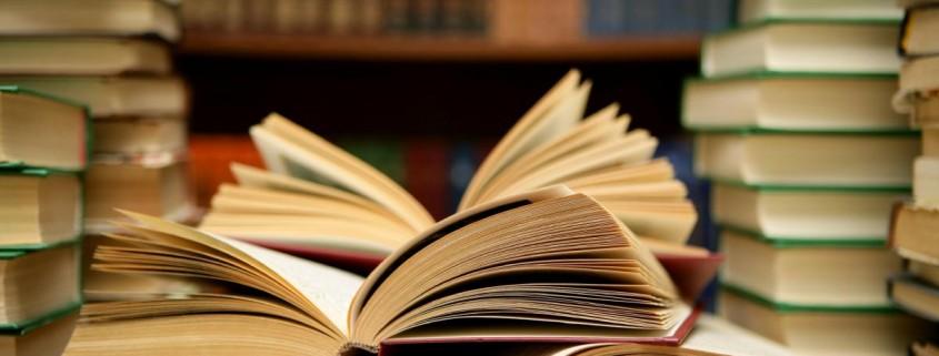 etudiant-campus-universite-angleterre-livre