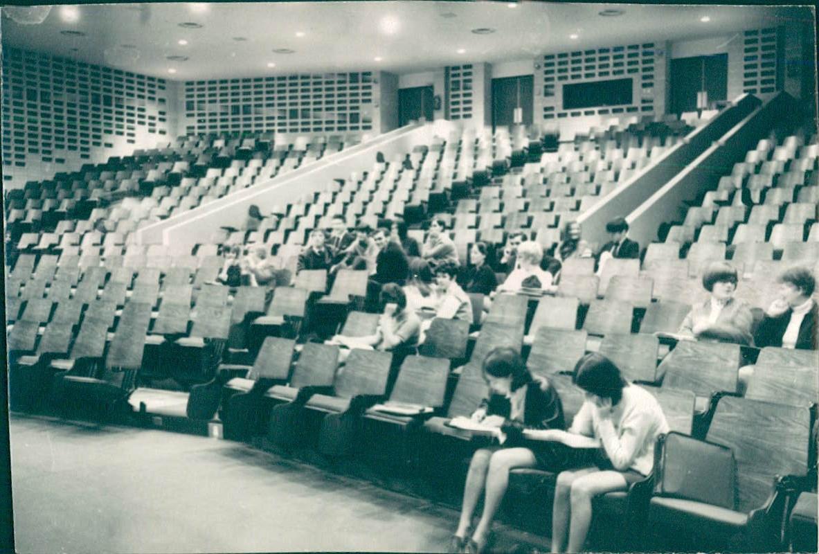 De la Mag_007_1968_Photo_eleves_auditorium